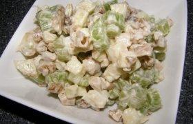 Salierų salotos su riešutais