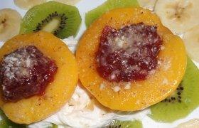 Vaisių desertas su brendžiu