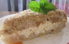 Obuolių pyragas su varške ir karamele