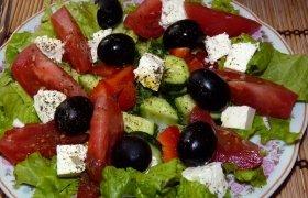 Gaivinančios salotos su feta sūriu