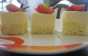 Biskvitiniai pyragaičiai su sufle