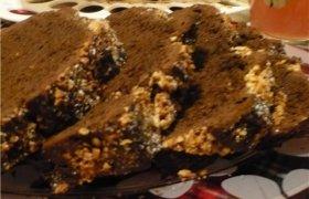 Šokoladinis bananų pyragas su cinamonu ir žemės riešutais