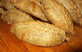 Ruginių miltų kibinai mėgstantiems juodą duoną