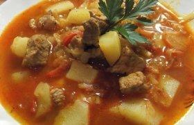 """Guliašo sriuba arba """"Zupa gulaszowa"""""""