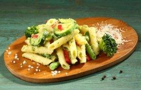 Penne makaronai su Pesto ir daržovėmis