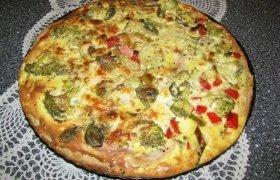 Tartas su trimis mėsytėmis, daržovėm ir majonezu