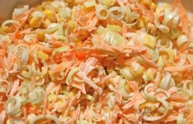 Paprastoji morkų ir porų mišrainė