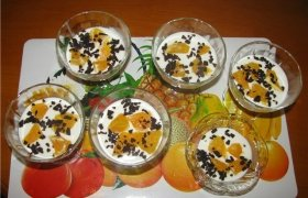 Gaivus grietinėlės desertas su vaisiais
