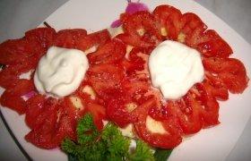 Pomidorų užkandėlė su mocarela