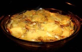 Bulvių ir svogūnų apkepas - pyragas