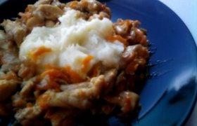 Saldžiarūgštė vištiena su morkom ir puria bulvių koše