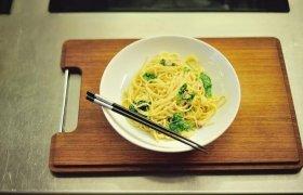 Spaghetti Carbonara su špinatais
