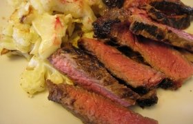 Steikas medaus, cinamono ir čili marinate