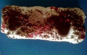 Šokoladinis pyragas su biskvito širdelėmis
