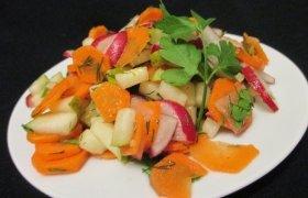Pavasariškas morkų, ridikėlių ir kriaušės suktinis