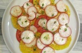 Ridikėlių, apelsino ir pomidoro salotos