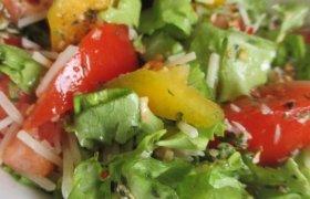 Trispalvės salotos
