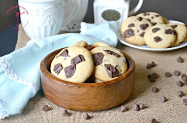 Sausainiai su baltuoju ir juoduoju šokoladu