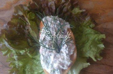Sumuštinis ant salotos lapo