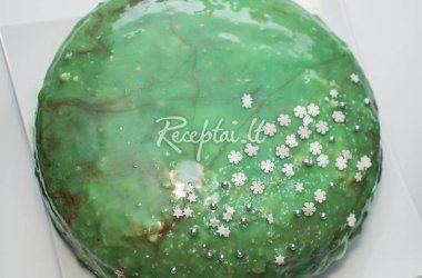 Biskvitinis tortas su glazūra