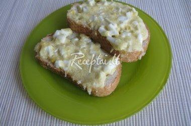 Kepti sumuštiniai su sūriu, kiaušiniu ir česnaku