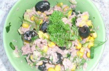 Tunų ir kukurūzų salotos