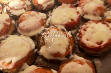 Su sūriu ir pomidorais kepti baklažanai