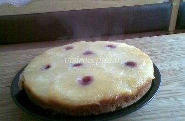 Apverstas ananasinis pyragas