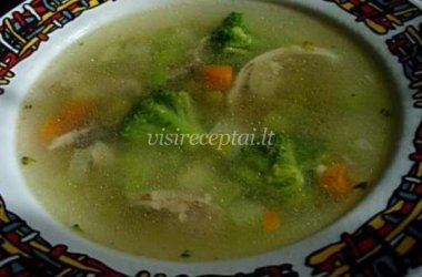 Vištienos sriuba su daržovėmis