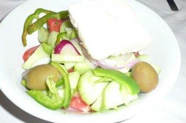 Vasariškos daržovių salotos