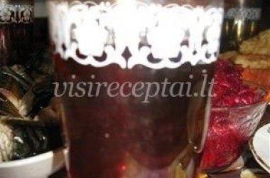 Kaukazinių slyvaičių ir mėtų gėrimas