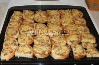 Karšti sumuštiniai su šprotais