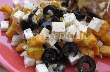 Salotos su alyvuogėmis, feta sūriu ir keptu moliūgu
