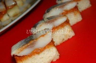 Vieno kąsnio sumuštinukai su silke
