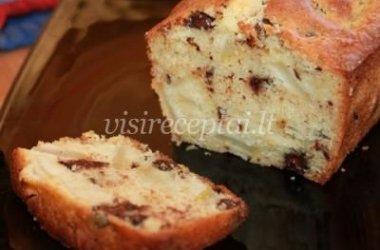 Nepaprasto skonio pyragas su kriaušėmis ir šokoladu