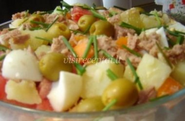 Daržovių ir tuno salotos