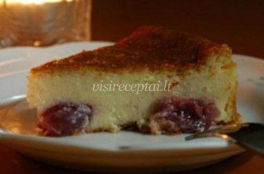 Varškės pyragas su vyšniomis