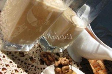Pieno ir riešutų kokteilis