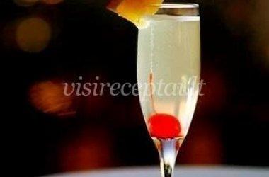 Putojančio vyno ir ananasų sulčių kokteilis