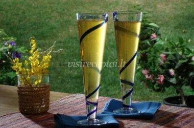 Putojančio vyno ir burbono kokteilis
