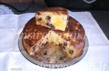 Persikų pyragas su šokolado gabaliukais
