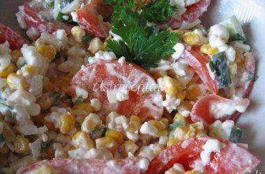 Grūdėtos varškės su daržovėmis salotos