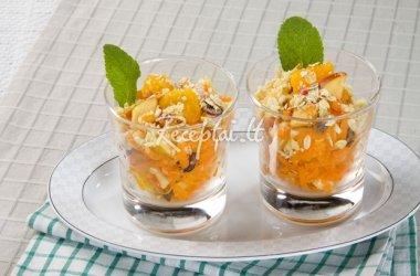 Slovakiškos morkų salotos su vaisiais