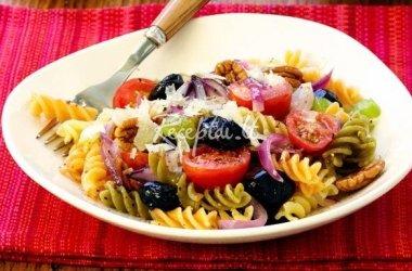 Makaronų-pomidorų mišrainė