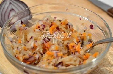 Skaniosios raugintų kopūstų salotos