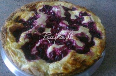 Šventnis varškės pyragas su vyšniomis