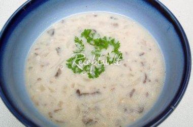 Pievagrybių sriuba su raugintais agurkais