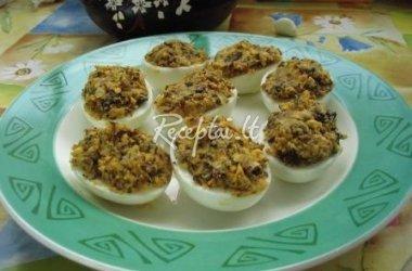 Kiaušiniai įdaryti džiovintais grybais