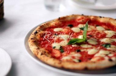 Naminė itališka pica su pomidorų padažu