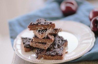 Naminiai vafliniai saldainiai su slyvų ir šokolado uogiene